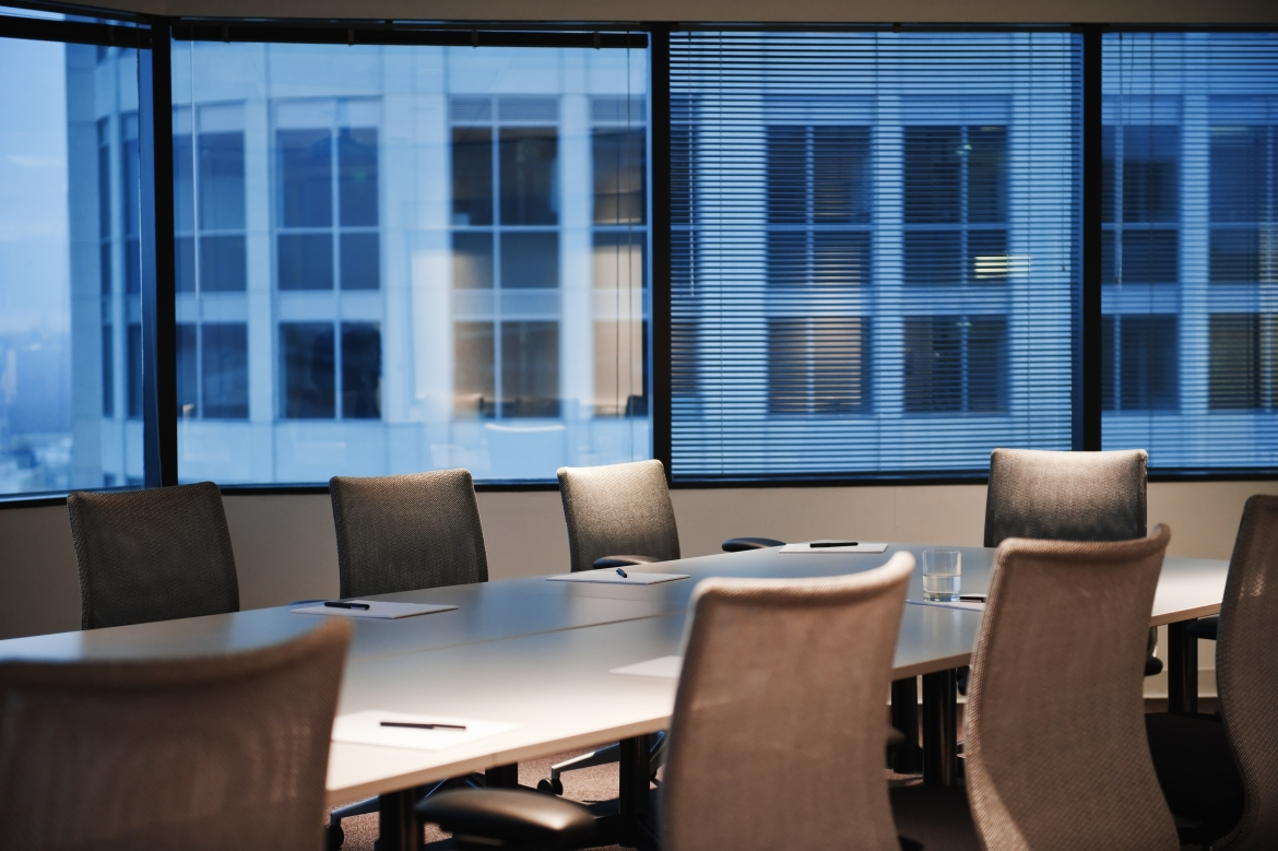 a-conference-room-set-up-in-the-early-evening-CNLHQUK.jpg